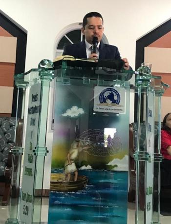 Aldemar Novoa Betancourth, pastor de la iglesia evangélica Pentecostal Unida de Colombia