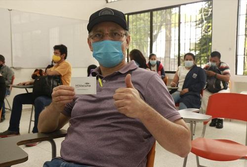 Docentes universitarios se vacunan en defensa de la vida