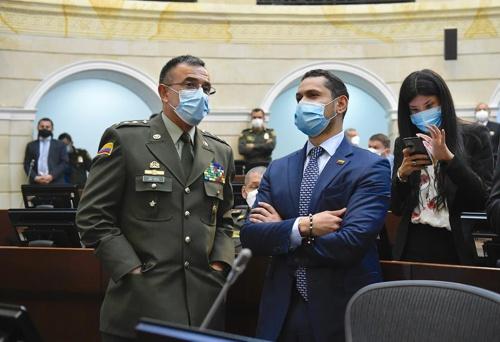 El Senado premia al general de la brutal represión