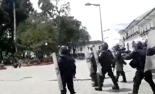 Fotógrafo Felipe Osorio denuncia detención arbitraria del ESMAD en Popayán