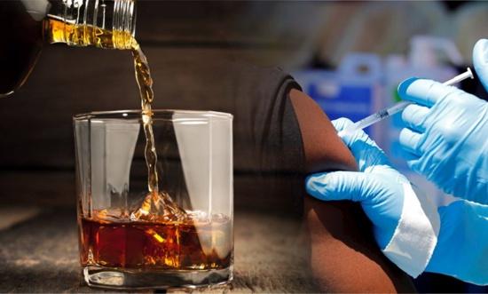 ¿Puedo tomar alcohol antes y después de vacunarme?