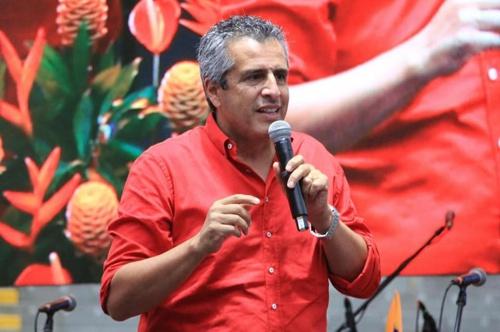 Senador Velasco, precandidato a la Presidencia