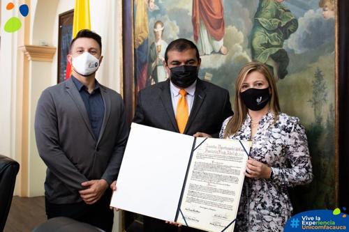 Unicomfacauca fue reconocida en sus 20 años de labor profesional