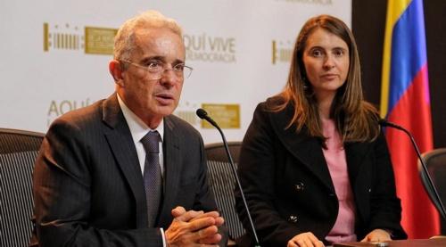 De amnistías ladridos y relinchos - Álvaro Uribe y Paloma Valencia