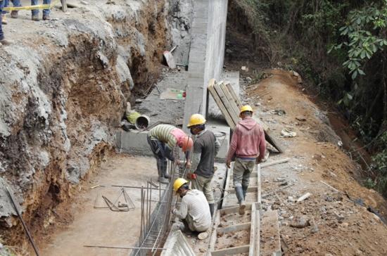 Avanza pavimentación de la vía Balboa – Argelia