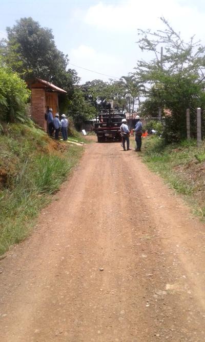 CEO continúa mejorando la calidad de vida de sus usuarios - Cambio de postes vereda Villa Colombia - Santander de Quilichao