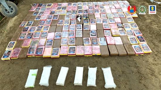 Encuentran avioneta abandonada cargada de cocaína en San Pedro, Valle